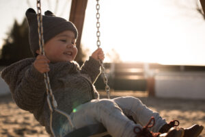 toddler on a swing seat TY3WEAU