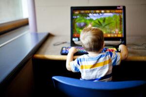 kitchen tablet laptop kids using laptop using mobile using technology kids using technology using t20 Aobw6r