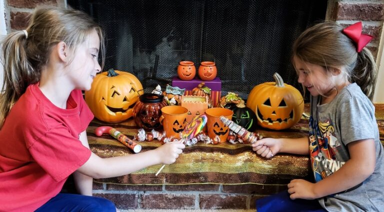 two kids who are sisters are practicing for this years halloween trick or treat using last years left t20 eoXrR7